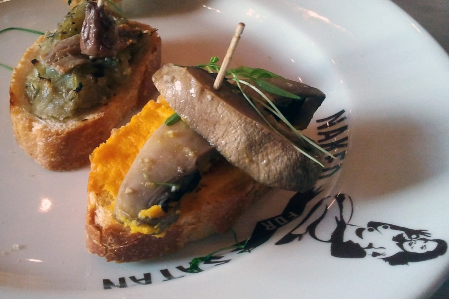 Carrot w. Butter Fried Mushrooms, Onions w. Anchovy and Olive