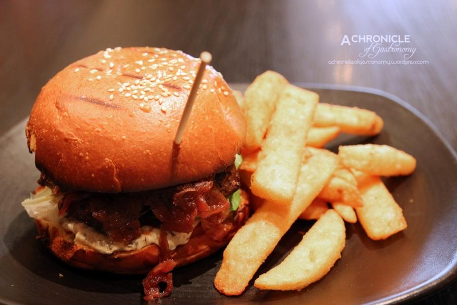 Wagyu Burger w. Truffled Mayo and Red Onion Jam, Chips ($16.50)
