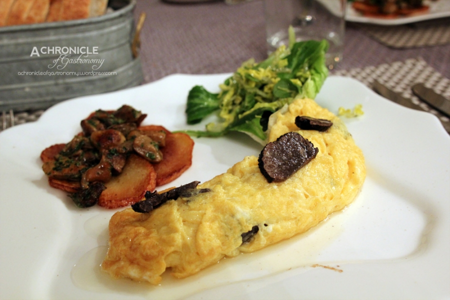 Truffle omelette w. potatoes sarladoise