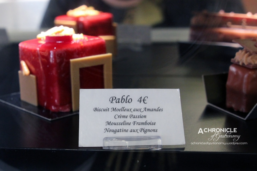 Pablo – Moelleux biscuit with almonds, passionfruit cream, raspberry mousseline and nougatine with pignons