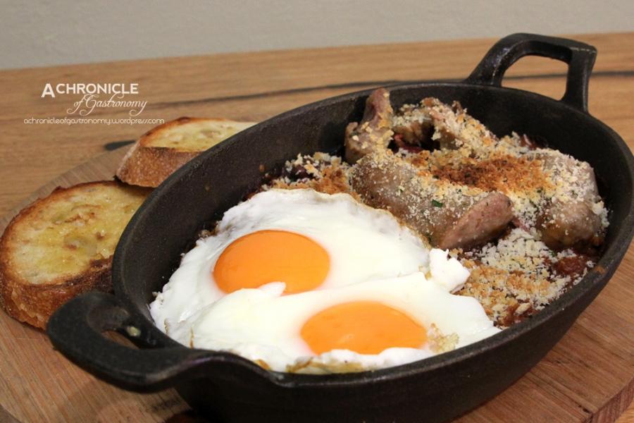 Breakfast Cassoulet w. Confit Duck, Ham Hock, Toulouse Sausage, Persillade, Fried Eggs, Sourdough ($21)