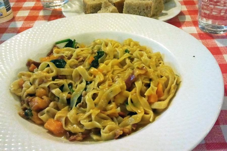 Zucca e Striscie di Gambetto San Daniele w. Fettuccine- Pumpkin, Stripes of gambetto San Daniele, Baby Spinach, Pinenuts ($17.90)