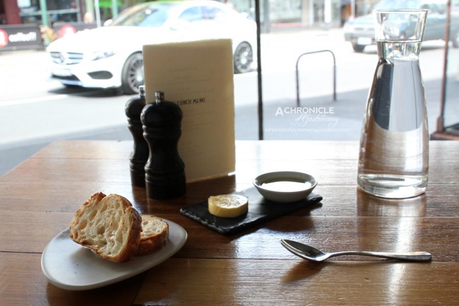 Noir (4) Bread