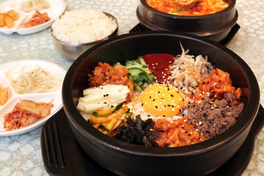 Kimchi Dolsot Bibimbap w. Beef ($16)