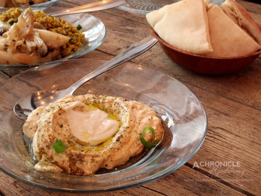 Hummus w. Eggs, Freekeh, Cauliflower and Fennel Seeds, Pumpkin, Cauliflower, Pita