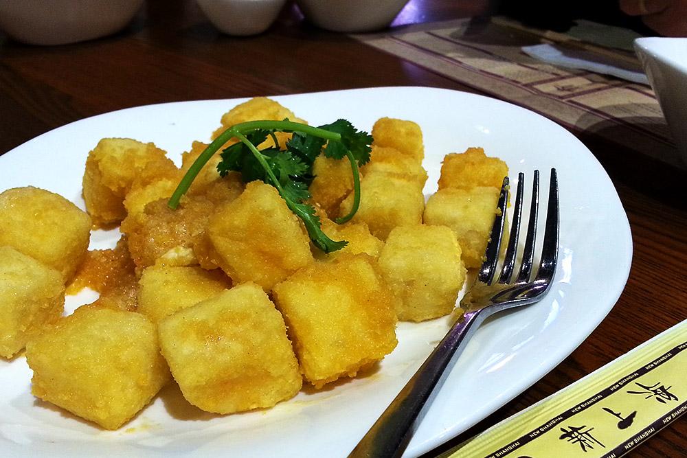 Deep Fried Tofu Coated w. Salted Egg Yolk 鹹蛋黃豆腐 ($16.8)