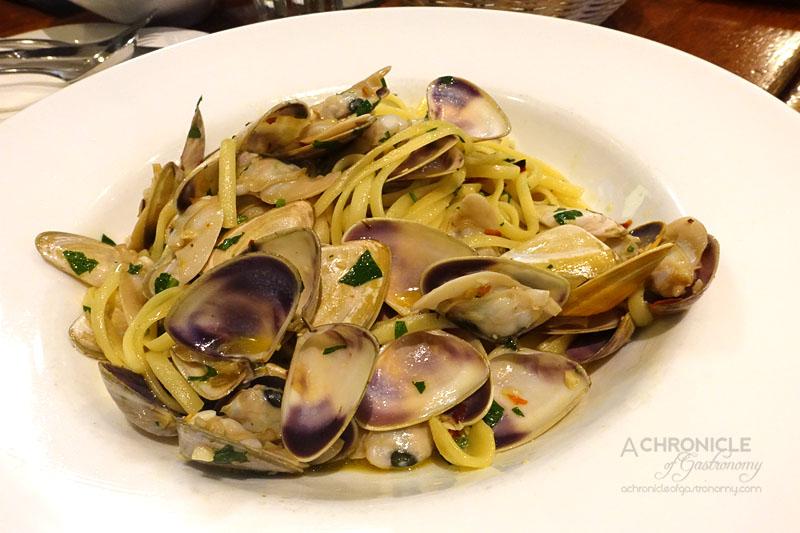 University Cafe - Linguine con le Vongole - Clams, Garlic, Olive Oil, Chilli