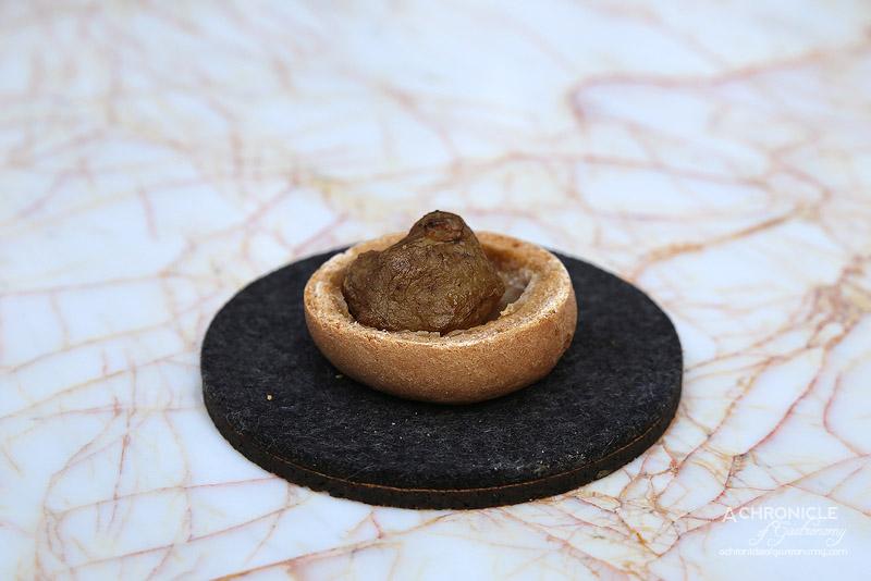 Lume - 7 - Jerusalem Artichoke, La Sirene Praline, Caramelised Apple, Chamomile