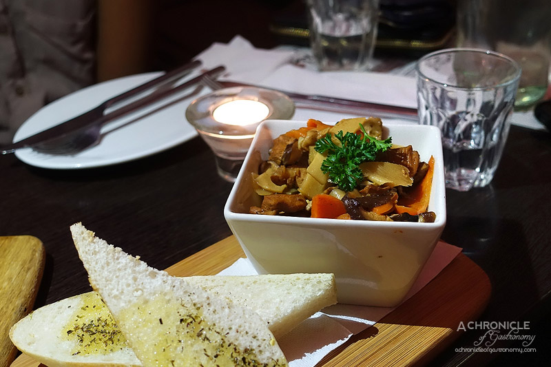 Bistro du Peuple - Jumping Chicken with Baguette - Mauritian 'Chop Suey' Chicken with Vegetables ($12.50)