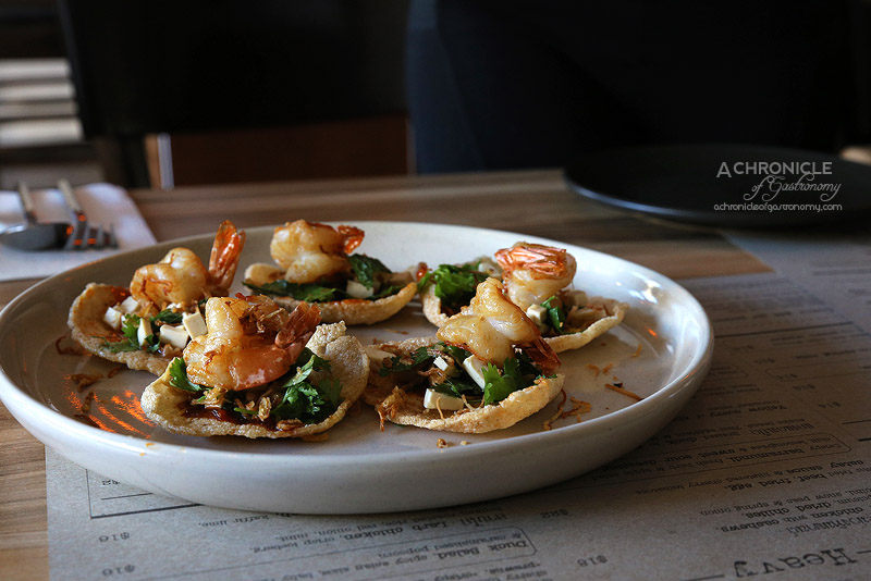 Sabai - Wok-tossed tofu, herbs, salted chilli, fried shallots, poached prawn served on top of prawn crackers ($14)