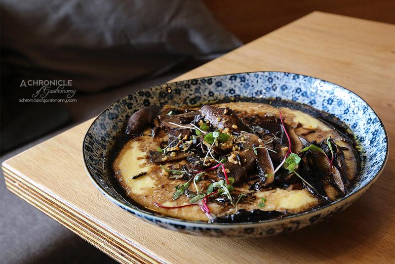 Seven:am - Schrooms - Soft polenta, sauteed wild mushrooms, garlic chips, popped wild rice & chilli oil ($15)