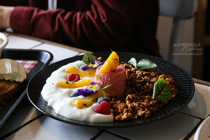 Fordham's Milk Bar - Maple Granola Crumble with rhubarb and blood orange panna cotta, natural yoghurt foam, peach, mint salsa ($15)
