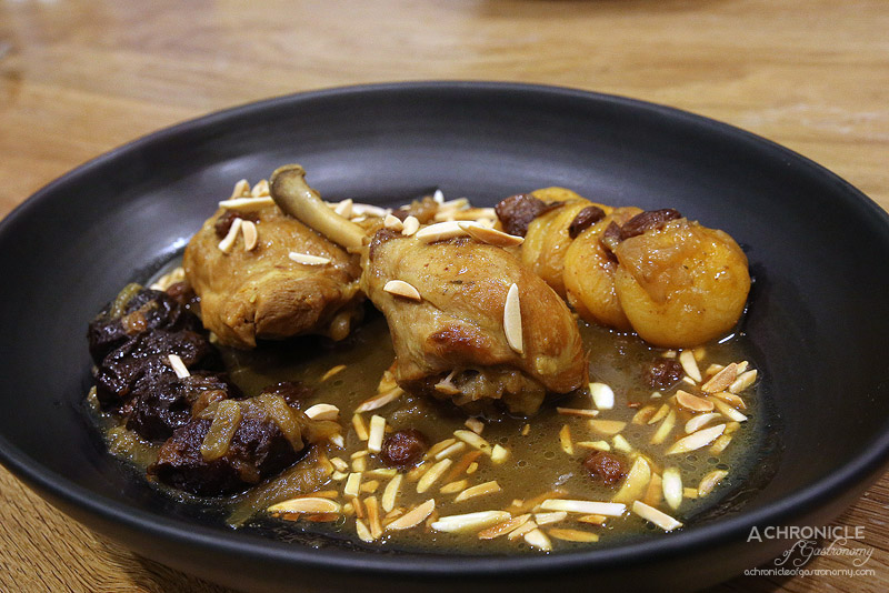 Mama Morocco - Chicken with apricots - Chicken thigh, drumsticks, turmeric, cumin, black pepper, soft apricots, almonds