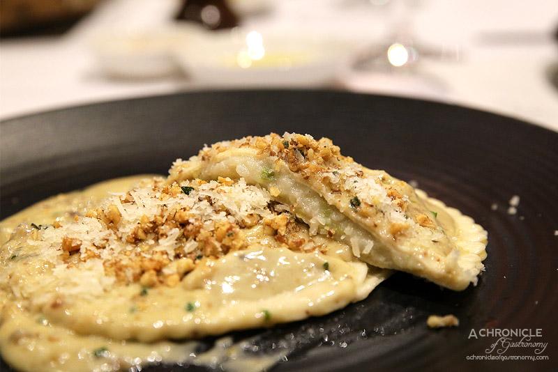 Vivace - Cappellacci di porri e patate, con fonduta di gorgonzola e tartufo - Pasta parcels filled with potato & leek, truffle, blue cheese sauce