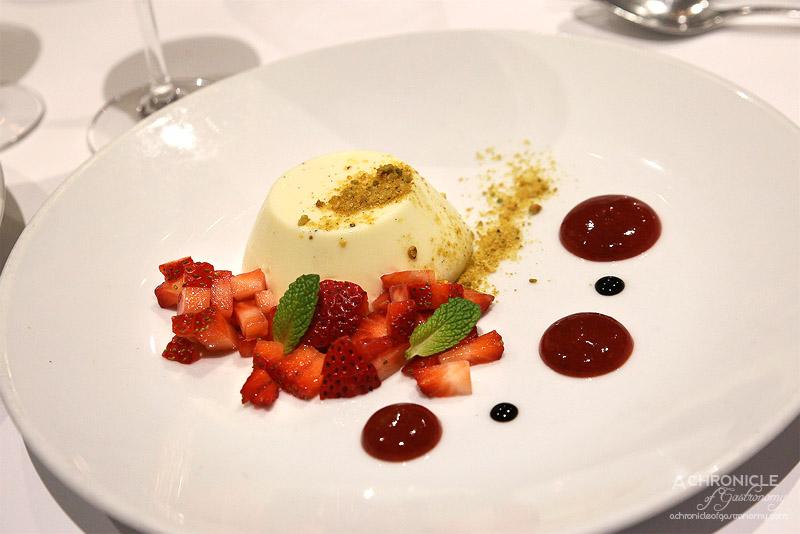 Vivace - Panna cotta, white chocolate & vanilla, strawberry, balsamic, pistachio praline ($17)