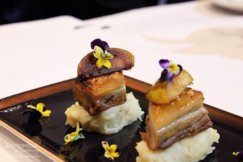 Short Black Cafe Camberwell - Pork Belly - roast pork belly w caramelised apple served on potato mash ($15)