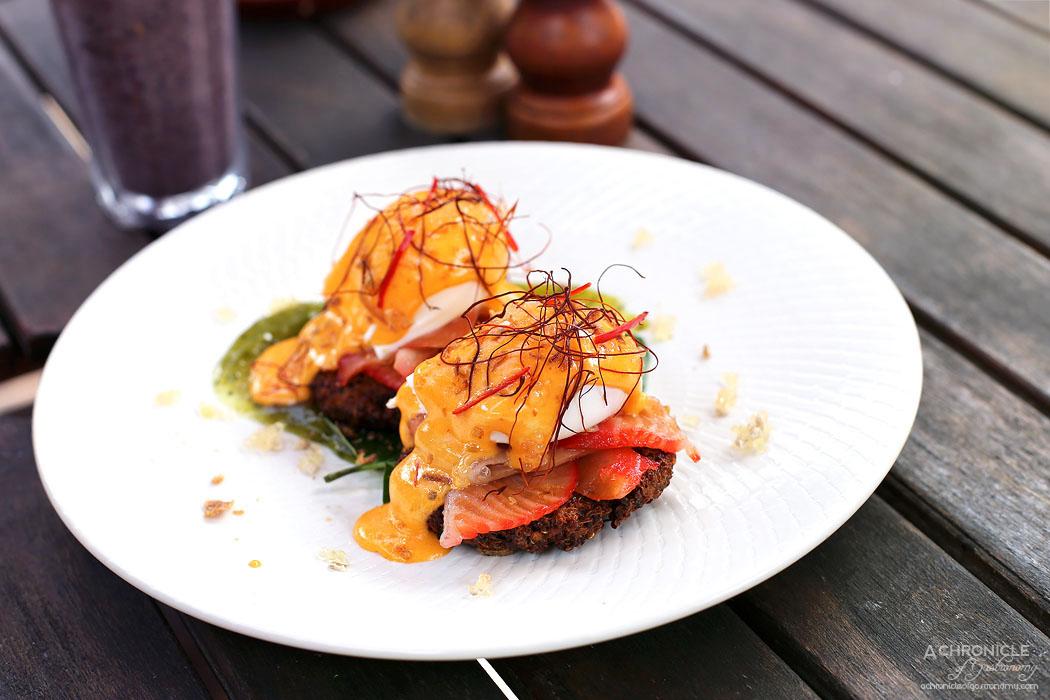 ISIT Cafe - Sriracha Benedict - Quinoa fritters, salmon, crispy shallots, poached eggs, sriracha hollandaise, finger lime, betel leaf ($17.50)