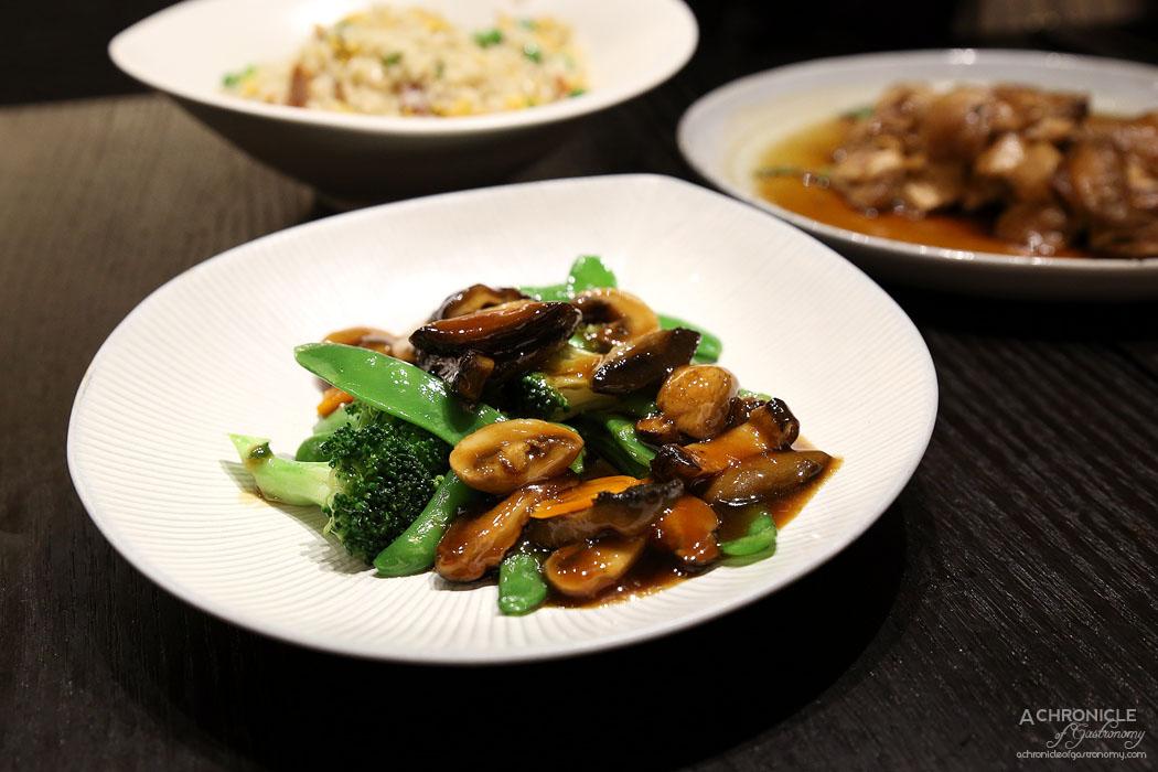 Gold Moon - Sauteed Japanese shiitake mushrooms with vegetables ($28)