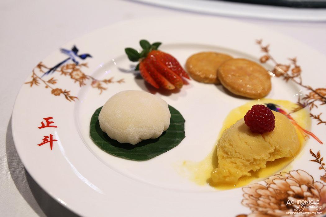 Secret Kitchen Dai Long Banquet - Glutinous Ball w Mango Filling and Seasonal Fruits