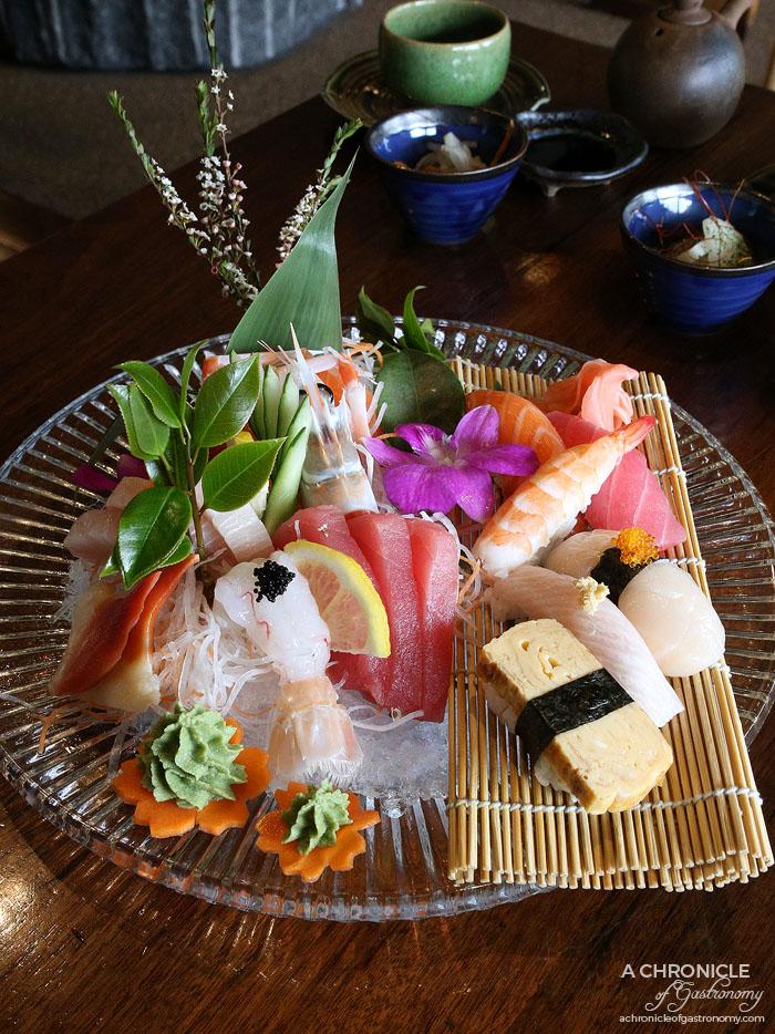 Nobori - Sushi and sashimi platter