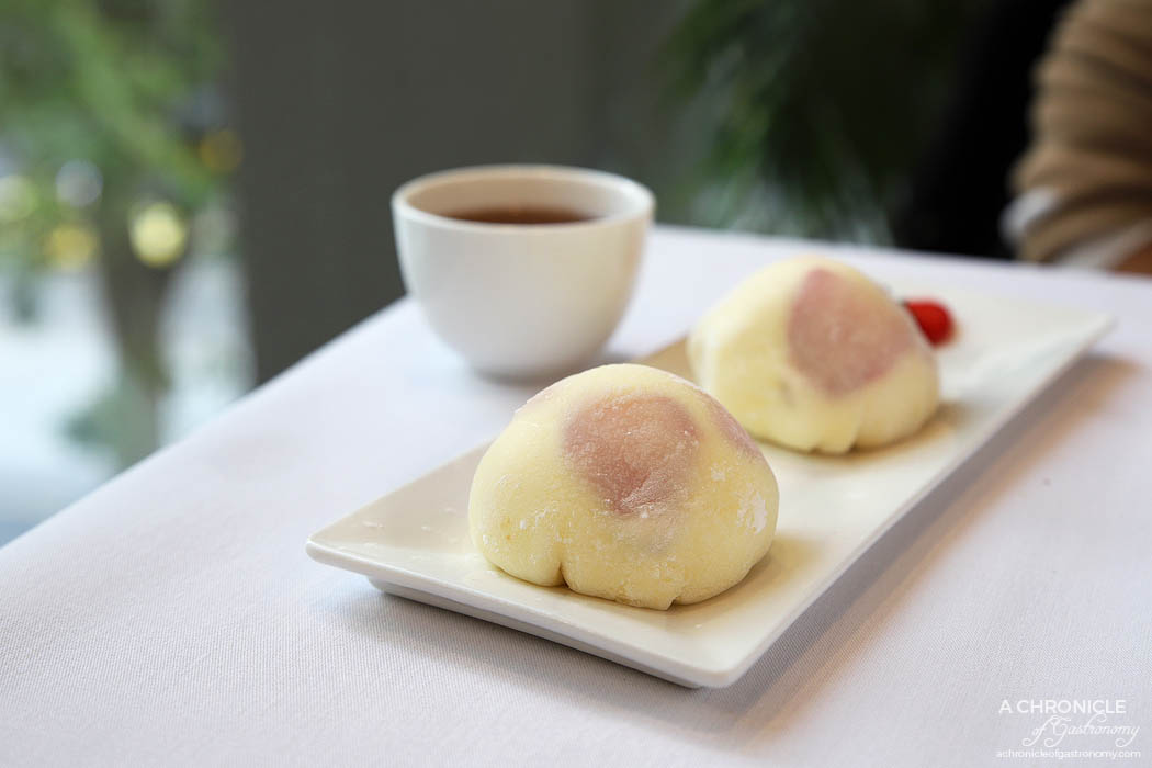 Shanghai Street 360 Bourke - Strawberry creamy mochi w fresh fruit