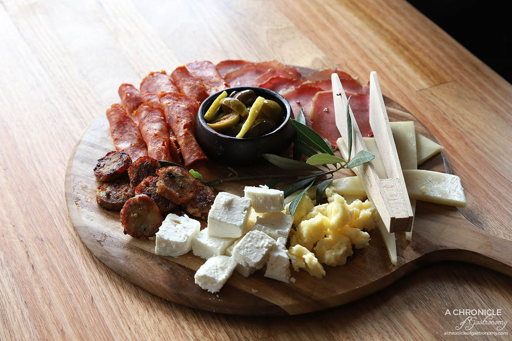 Le Lee - Daska so meso i sirenj - Cheese and cured meat board