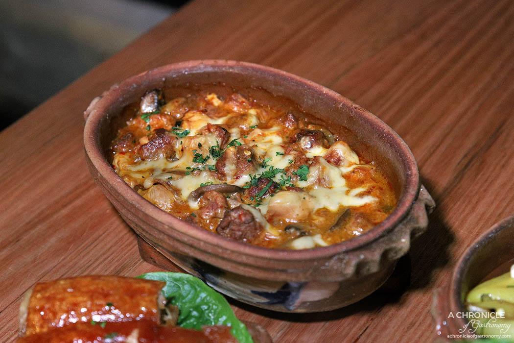Le Lee - Selsko meso - Slow-cooked beef meatballs, pork, chicken and mushroom
