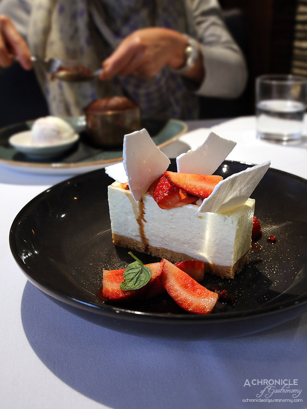 Cosi - Fromage frais cheesecake, strawberries and balsamic ($17)