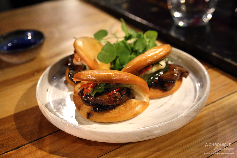 Ichi Ni Nana - Pork bao - Crispy rice bun with BBQ pork ($14)