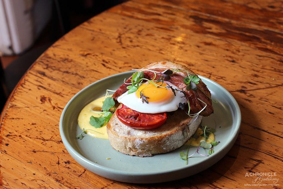 Saint James - Bubble & Squeak, beurre noisette hollandaise, fried egg, roasted tomato and kaiserfleisch ($18+5)