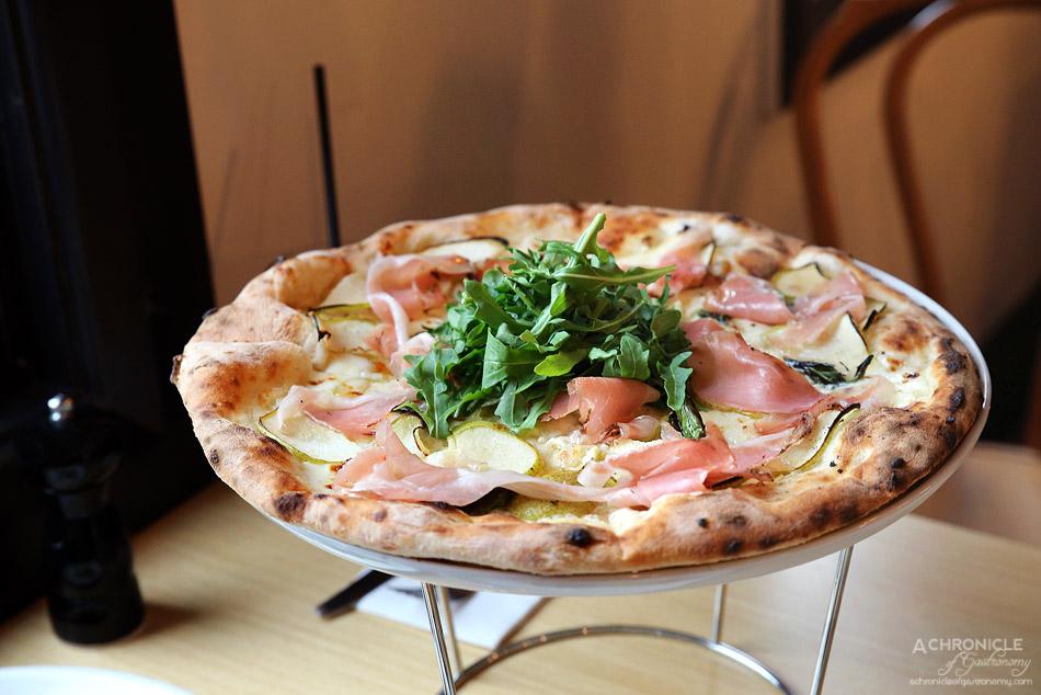 Woodfire Pizzeria - Pera e speck - Fior di latte, pear, mascarpone cheese, rocket, speck