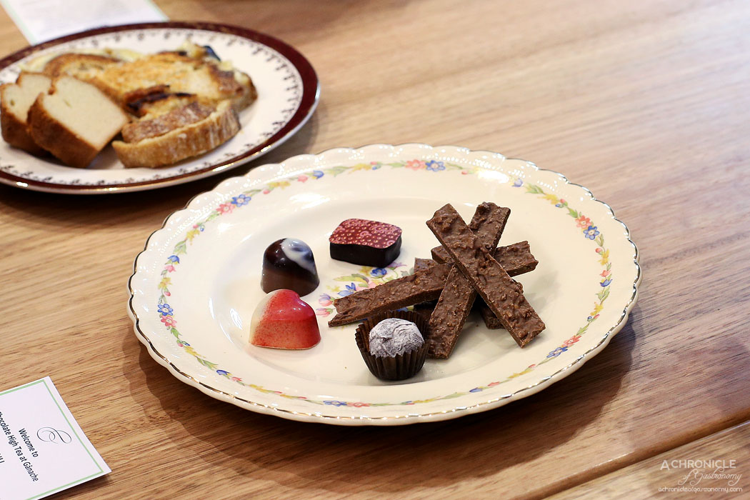 Ganache Chocolate - High Tea - Praline chocolates and honeycomb sticks