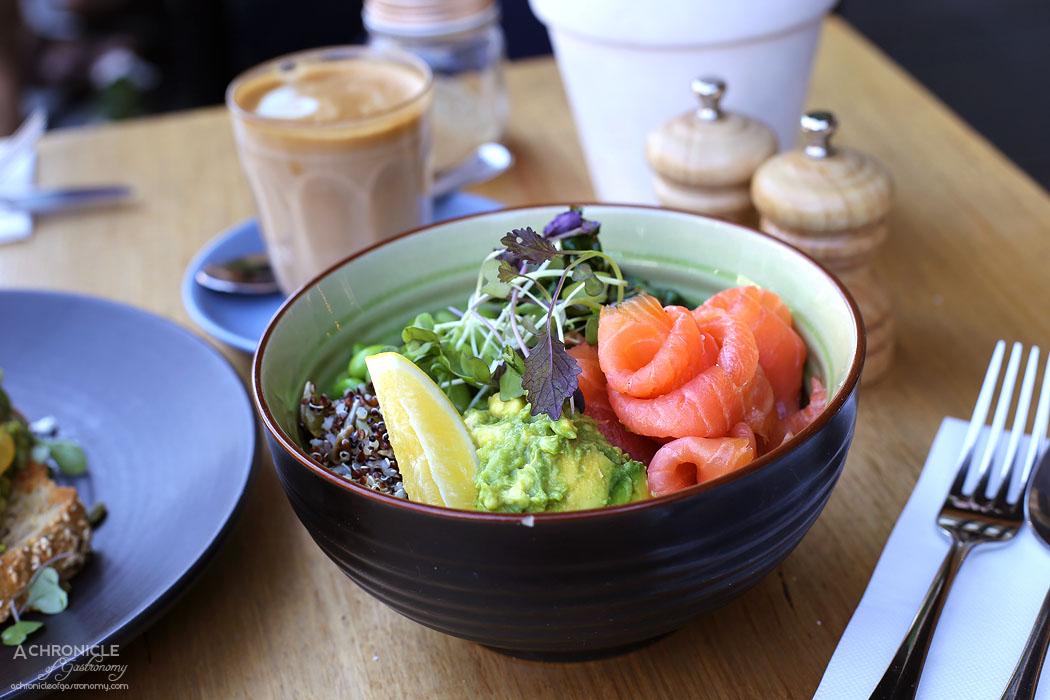Onethirtytwo - Green Bowl w edamame, quinoa, sauteed greens, avocado mash w smoked salmon ($17+5)