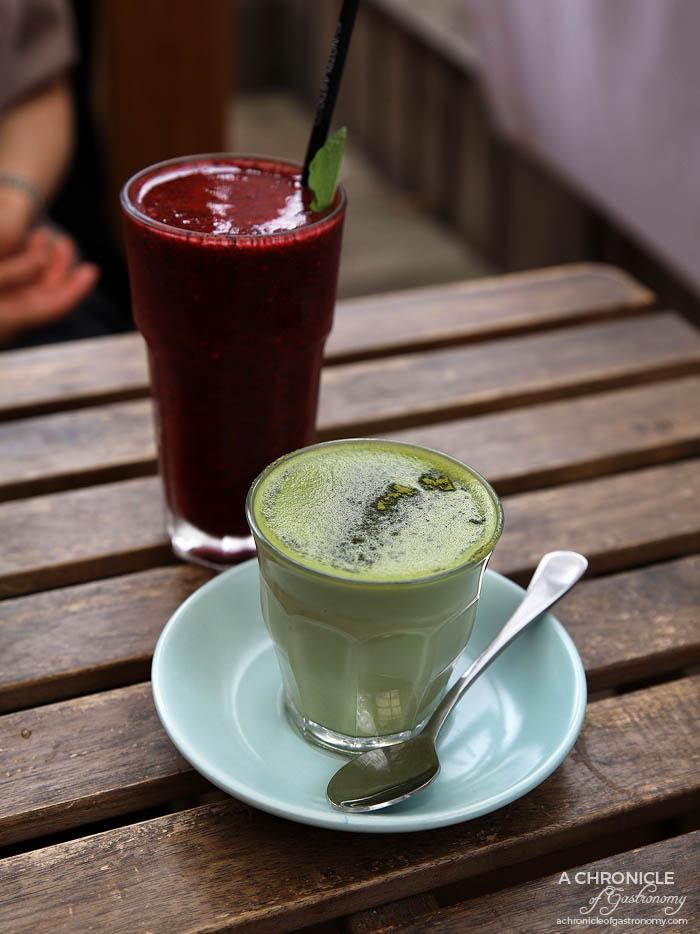 Dish and Spoon - Matcha Maiden latte ($4,50) Autumn Smoothie - Blueberries, raspberries, strawberries, mint, honey, coconut water ($9)