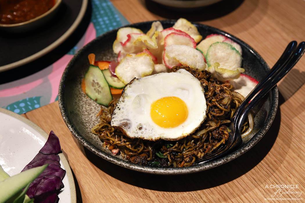 Makan - Mie goreng, chicken, cabbage, Asian greens, crackers, fried egg ($16.50)