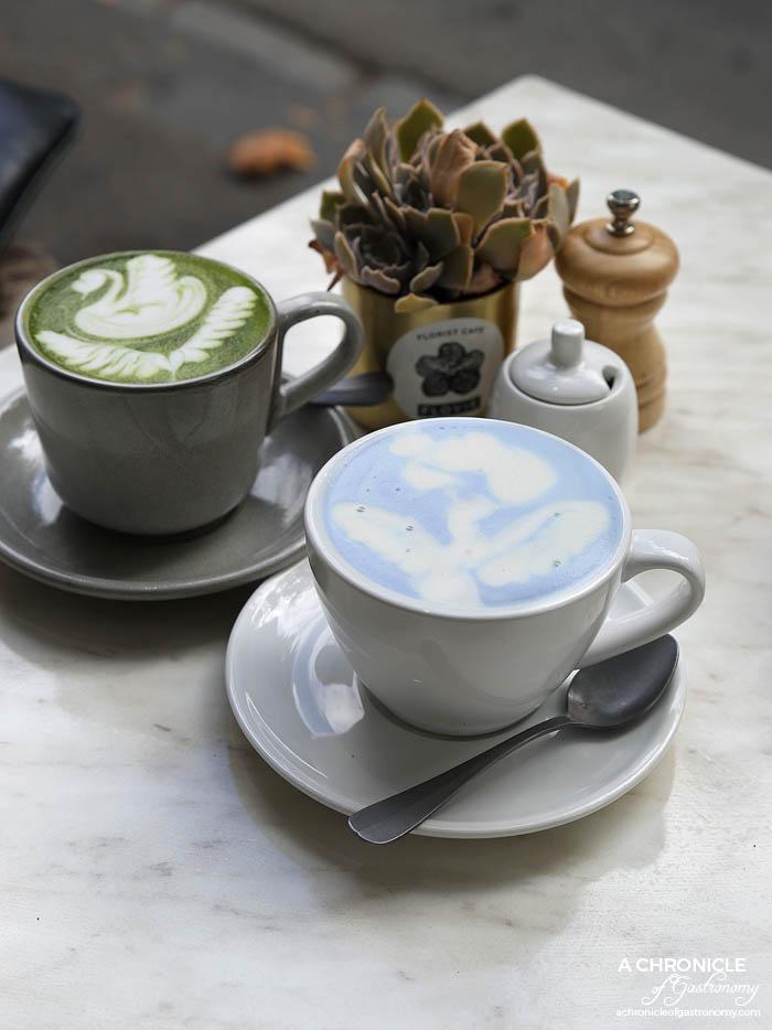 Flovie - Butterfly pea latte w vanilla, sea salt and soy milk ($7), Zenwonder matcha latte ($6,50)