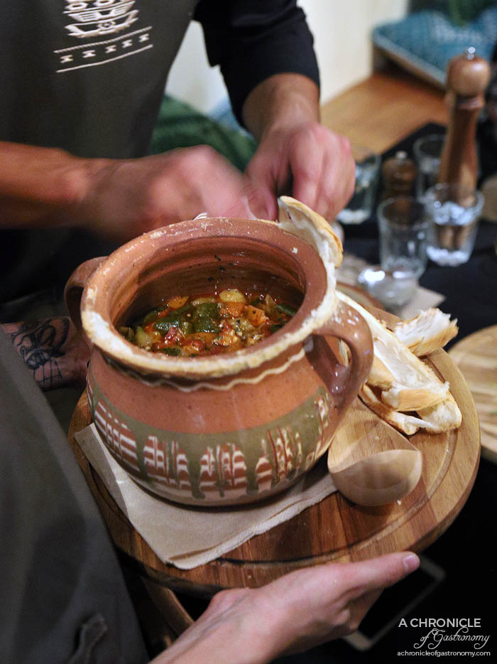 Le Lee - Vardarsko grne - Slow-cooked claypot w mixed veggies and pork and chicken